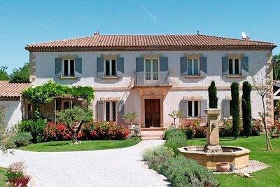 Maison à vendre à LE PUY-STE-REPARADE  - 10 pièces - 300 m²