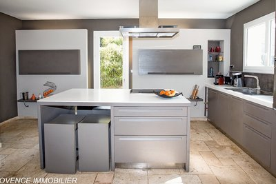 Maison à vendre à VENELLES  - 6 pièces - 175 m²