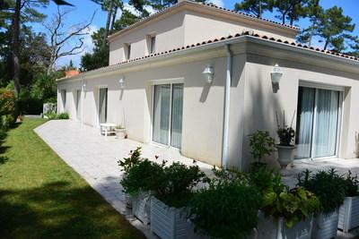 Maison à vendre à ST GEORGES DE DIDONNE  - 8 pièces - 295 m²