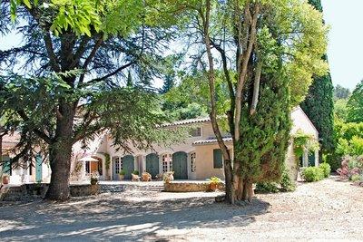 Maison à vendre à FONTVIEILLE   - 375 m²