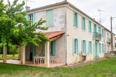 Maison à vendre à ST LAURENT DE LA PREE  - 7 pièces - 200 m²