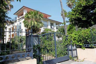 Apartment for sale in BEAULIEU-SUR-MER  - 2 rooms - 40 m²