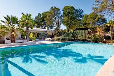 Maison à vendre à MOUANS-SARTOUX  - 6 pièces - 179 m²