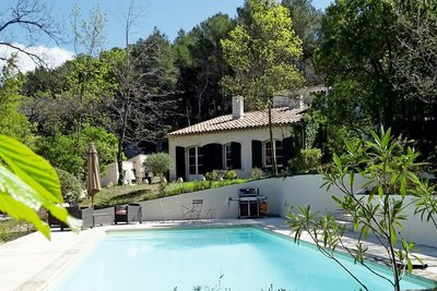 Maison à vendre à LE THOLONET   - 220 m²