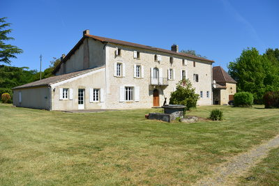 House for sale in BAGAS  - 16 rooms - 420 m²