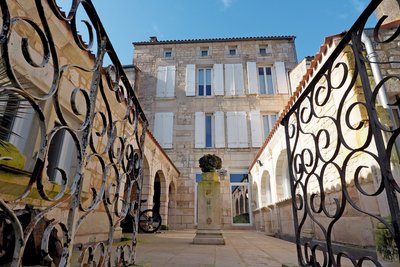Maison à vendre à SAINTES  - 14 pièces - 290 m²