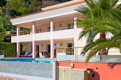 Maison à vendre à EZE  - 5 pièces - 330 m²