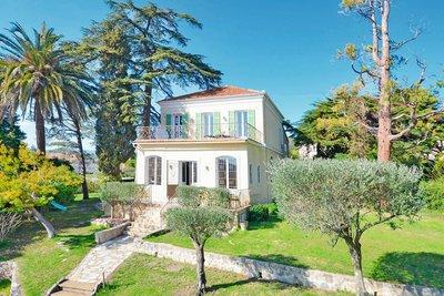 Maison à vendre à LA ROQUETTE-SUR-SIAGNE  - 7 pièces - 225 m²
