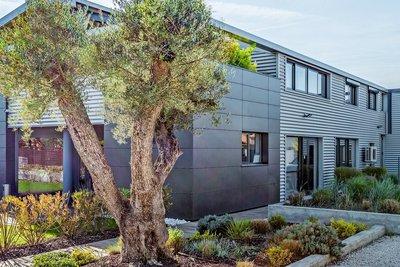 - 7 rooms - 424 m²