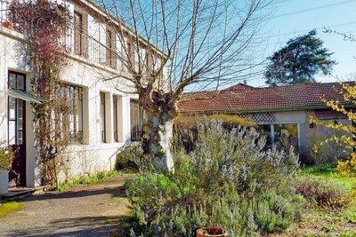 Maison à vendre à CHATEAUNEUF DE GALAURE  - 9 pièces - 305 m²