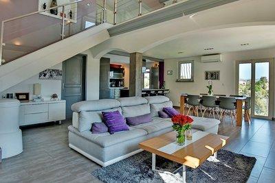 Maison à vendre à ST-LAURENT-DU-VAR  - 6 pièces - 195 m²