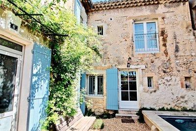 Maison à vendre à MOURIES  - 14 pièces - 250 m²