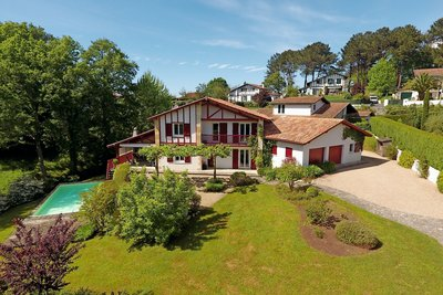 House for sale in ARCANGUES  - 6 rooms - 215 m²