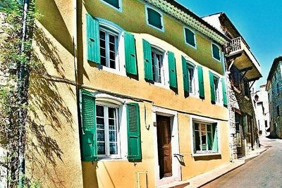 Maison à vendre à SUZE LA ROUSSE  - 6 pièces - 392 m²