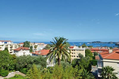 Apartment for sale in BEAULIEU-SUR-MER  - 3 rooms - 85 m²