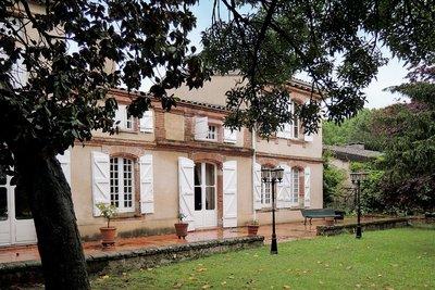 - 12 rooms - 400 m²