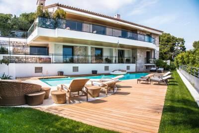 Maison à louer à ST-JEAN-CAP-FERRAT  - 6 pièces - 500 m²