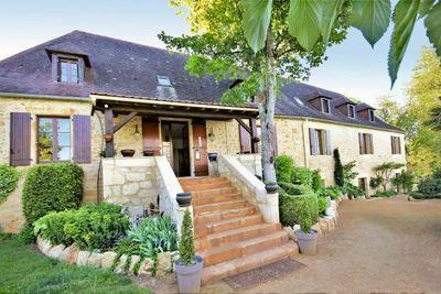Maison à vendre à CENAC ET ST JULIEN  - 17 pièces - 660 m²