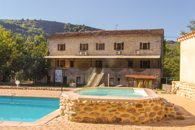 Maison à vendre à LES VANS  - 10 pièces - 280 m²
