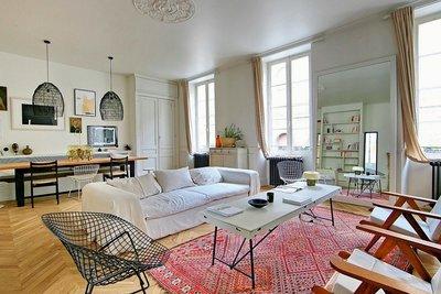 - 7 rooms - 240 m²