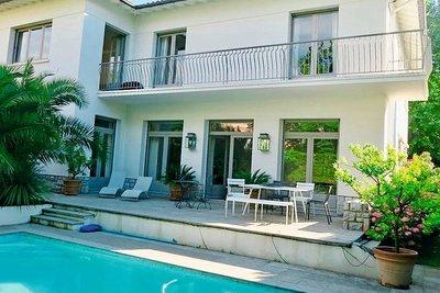 - 12 rooms - 287 m²