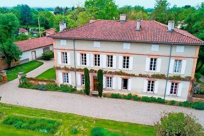 - 13 rooms - 416 m²