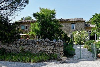 Maison à vendre à CABRIERES D'AVIGNON  - 7 pièces - 200 m²