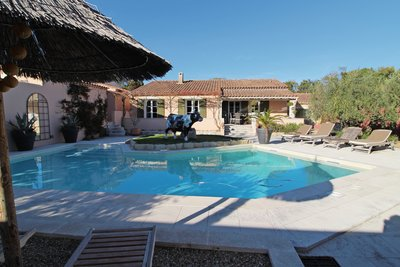 House for sale in ST-REMY-DE-PROVENCE  - 8 rooms - 230 m²