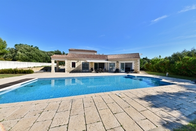 House for sale in UZES  - 7 rooms - 208 m²