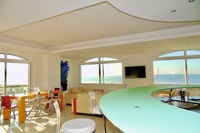 - 9 rooms - 220 m²