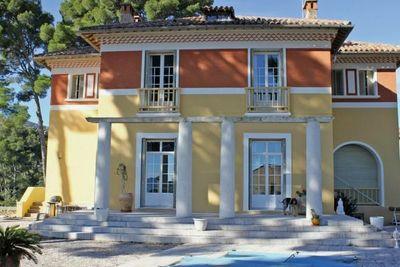 Maison à vendre à LA CIOTAT  - 8 pièces - 340 m²