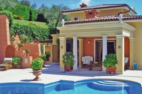 EZE - Annonce Maison à vendre8 pièces - 400 m²