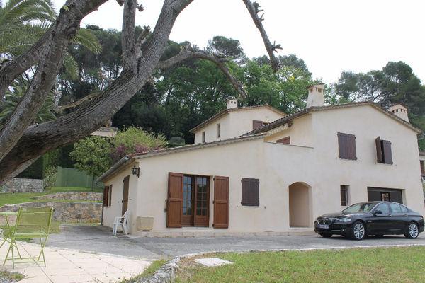 MOUGINS - Annonce Maison à vendre7 pièces - 215 m²