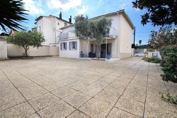 GOLFE JUAN - Annonce Maison à vendre6 pièces - 210 m²