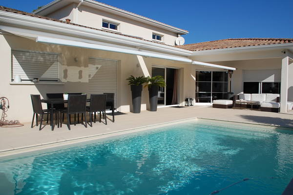 vente maison villa 7 pi ces 200 m merignac ha immobiliers 1206094. Black Bedroom Furniture Sets. Home Design Ideas