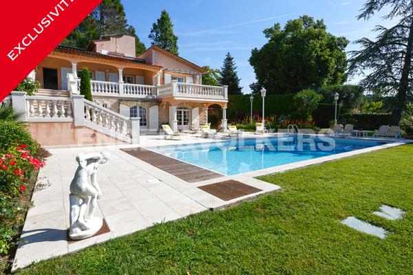 MOUGINS - Annonce Maison à vendre7 pièces - 330 m²