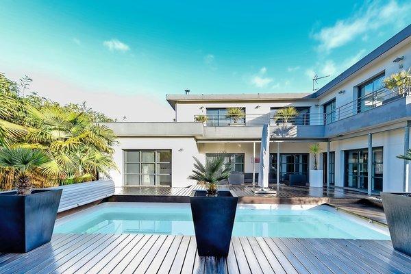 vente maison villa 7 pi ces 275 m merignac ateliers lofts et associ s bordeaux 1252500. Black Bedroom Furniture Sets. Home Design Ideas