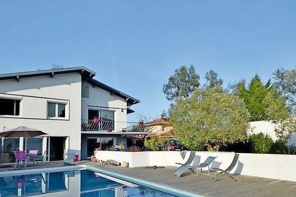 vente maison villa 7 pi ces 210 m anglet c te ouest. Black Bedroom Furniture Sets. Home Design Ideas