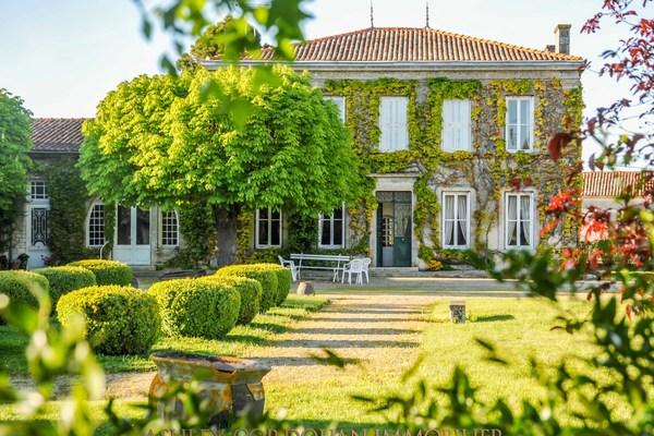 SURGERES - Annonce Maison à vendre15 pièces - 403 m²