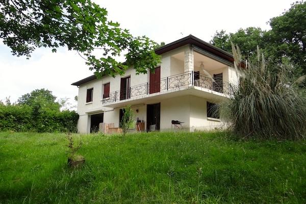 SEISSAN - Annonce Maison à vendre8 pièces - 140 m²
