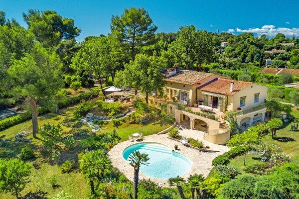 Maison à vendre à LE ROURET  - 8 pièces - 200 m²