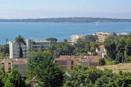 CANNES- Appartement à vendre - 3 pièces - 81 m²