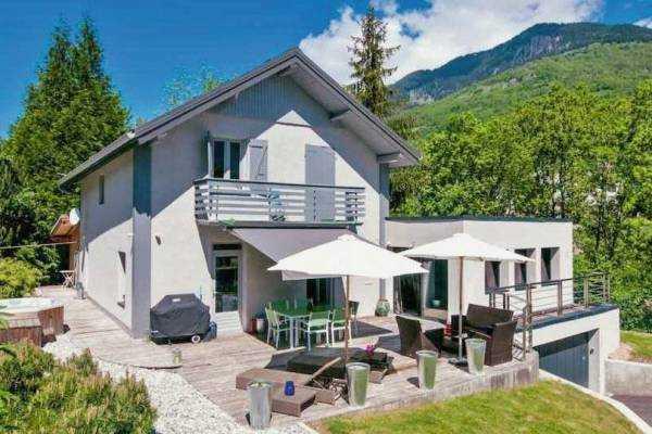 BOZEL- Maison à vendre - 6 pièces - 153 m²
