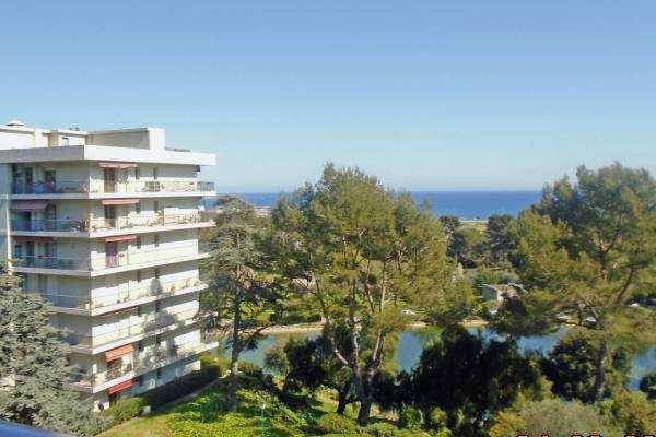 CAGNES-SUR-MER- Appartement à vendre - 3 pièces - 75 m²
