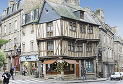 Dinan, a rich array of housing