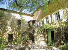 Charming and authentic villages around Uzès