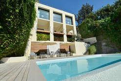 Seafront villas between Villefranche and Menton