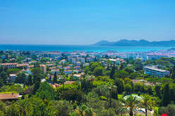 Cannes Californie : a balcony above the Mediterranean