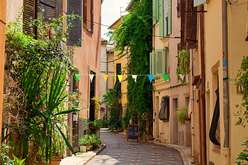 Antibes : the price of exclusiveness
