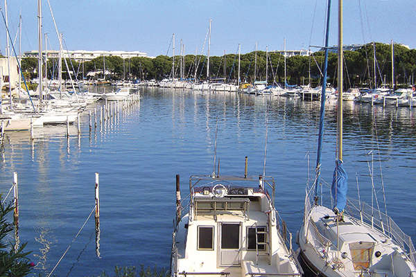 The Gard coast from Le Grau-du-Roi to Aigues-Mortes  - Theme_1345_1.jpg